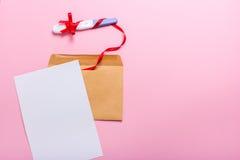 Brief met zwangerschapstest Stock Foto's