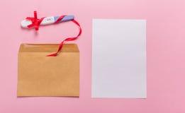 Brief met zwangerschapstest Stock Afbeeldingen