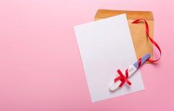 Brief met zwangerschapstest Royalty-vrije Stock Afbeeldingen