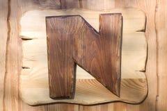 Brief N op een houten plaat Royalty-vrije Stock Fotografie