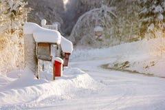 Briefkästen im Schnee Lizenzfreies Stockbild