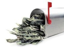 Briefkasten voll des Geldes Stockbild