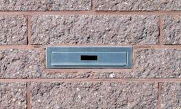 Briefkasteneinbauten in rosa Backsteinmauer Lizenzfreies Stockbild