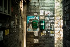 Briefkastenposter in Hutong, Peking lizenzfreie stockfotos
