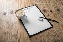 Briefkopf, Kaffee, Bleistift, Bleistiftspitzer Stockbild
