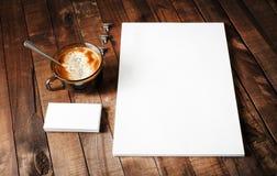 Briefkopf, Kaffeetasse und Visitenkarten Lizenzfreie Stockfotografie