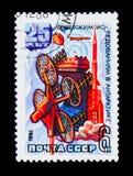 Briefmarke widmete sich 25. Jahrestag des sowjetischen Observatoriums in der Antarktis, circa 1981 Stockbild