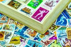 Briefmarken UDSSR im Album Stockfoto