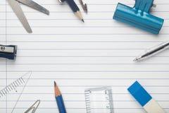 Briefpapier auf Schreibpapier Stockbild