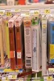 Briefpapier für das Schuljahr im Supermarkt Lizenzfreie Stockfotos