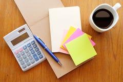 Briefpapier und Taschenrechner Stockfotos