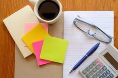 Briefpapier und Taschenrechner Stockbilder