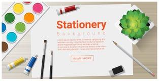 Briefpapierhintergrund mit Schulbedarf auf Holztisch Lizenzfreie Stockfotos