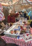 卖在市场上的妇女糖果 库存照片
