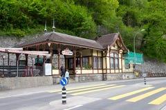 Brienz Rothornbahn или вокзал туризма закрытый во время мёртвого сезона делают разочарованных туристов и идут домой с пустыми рук Стоковое фото RF