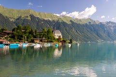 Brienzer sjö i Schweiz i fjällängar Royaltyfria Foton