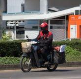 Brievenbesteller en Motercycle van de Post van Thailand Royalty-vrije Stock Fotografie