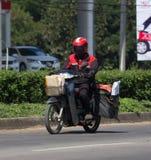 Brievenbesteller en Motercycle van de Post van Thailand Royalty-vrije Stock Foto's