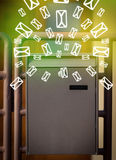 Brievenbus met brievenpictogrammen op gloeiende groene achtergrond Stock Afbeelding