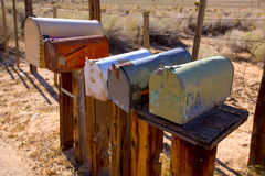 Brievenbussen verouderde wijnoogst in woestijn de West- van Californië Stock Afbeelding