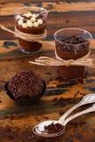 Brigadeiro brésilien de truffe de bonbon de chocolat Images stock