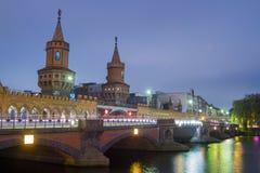 Brigde Berlino, Germania di Oberbaum Fotografie Stock Libere da Diritti