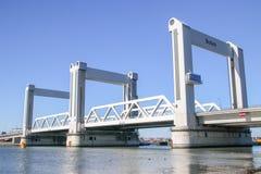 Brigde nombró Botlekbrug en el puerto de Rotterdam, famoso por a imagen de archivo libre de regalías