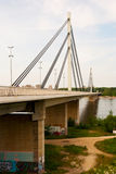 Brige av frihet som korsar den Dunabe floden i Novi Sad, Vojvodin Royaltyfri Bild
