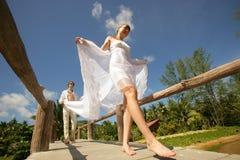 brige newlyweds ξύλινος Στοκ εικόνες με δικαίωμα ελεύθερης χρήσης