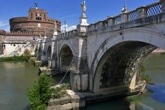 Brige och Castel Sant ' Angelo i Rome, Italien Royaltyfri Foto