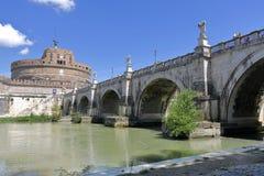 Brige och Castel Sant ' Angelo i Rome, Italien Arkivbilder