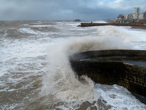 BRIGGHTON, SUSSEX/UK - 15 DE FEVEREIRO: Brigghton após a tempestade dentro Fotos de Stock Royalty Free
