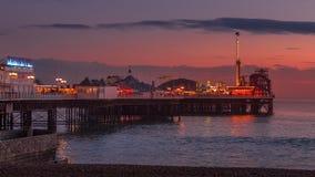BRIGGHTON, SUSSEX/UK DO LESTE - 26 DE JANEIRO: Opinião Brighton Pier dentro fotografia de stock
