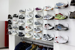 Bright and clean shoes store Royalty Free Stock Photos
