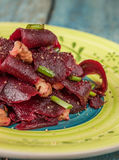 On a bright ethnic plate is a vegetarian lean beet salad, green Stock Images