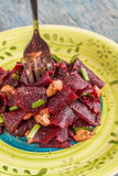 On a bright ethnic plate is a vegetarian lean beet salad, green Stock Photography