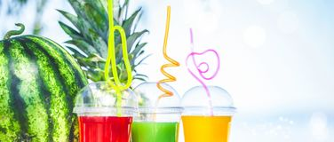 Bright Fresh healthy juices, fruit, pineapple, watermelon on the background of the sea. Summer, rest, healthy lifestyle Banner con Royalty Free Stock Image
