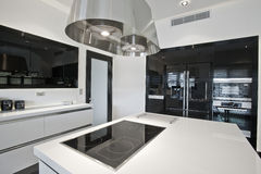 Bright modern kitchen Royalty Free Stock Images