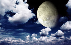 Bright moon in the night sky Royalty Free Stock Photos
