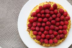 Bright raspberry cake on a plate Royalty Free Stock Photos