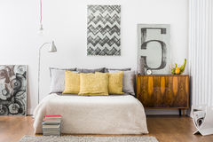 Bright snug bedroom interior Royalty Free Stock Photos