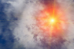 Bright sun beams through clouds Royalty Free Stock Photos