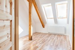 Free Bright White Empty Attic Room In The Loft Apartment Royalty Free Stock Photo - 156729475