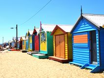 Brighton Bathing Boxes colorido em Melbourne, Austrália foto de stock