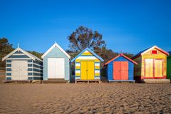 Brighton Bathing Boxes i Melbourne, Australien royaltyfri foto