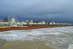 Brighton Coast avec la plage et la grande roue de ferris photographie stock libre de droits
