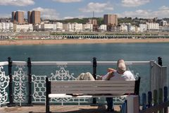 Brighton Couple. Young couple relaxing on the fun pier at Brighton Beach, UK Stock Images