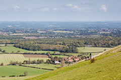 BRIGHTON, EAST SUSSEX/UK - SEPTEMBER 25 : People waking  over the rolling Sussex countryside near Brighton East Sussex on Septembe Royalty Free Stock Photos