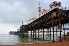 Brighton England - vue de Brighton Pier et de structure d'Undern image stock