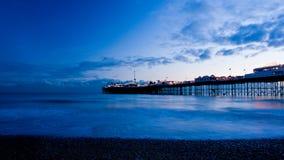 Brighton entro la notte, Inghilterra. Fotografia Stock Libera da Diritti